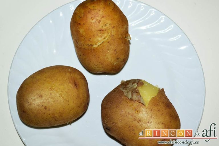 Rösti de puerros y queso con huevos fritos, cuando estén hechas retirarlas