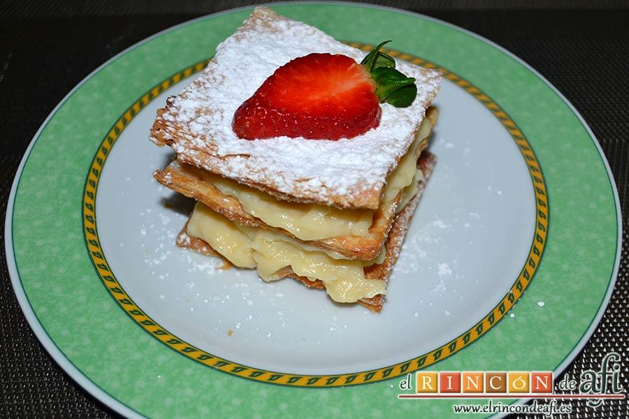 Hojaldre con crema pastelera y fresas