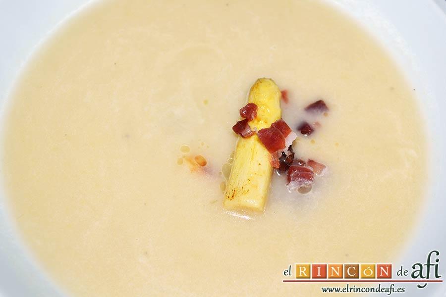 Sopa de espárragos blancos con puerro y cebolla