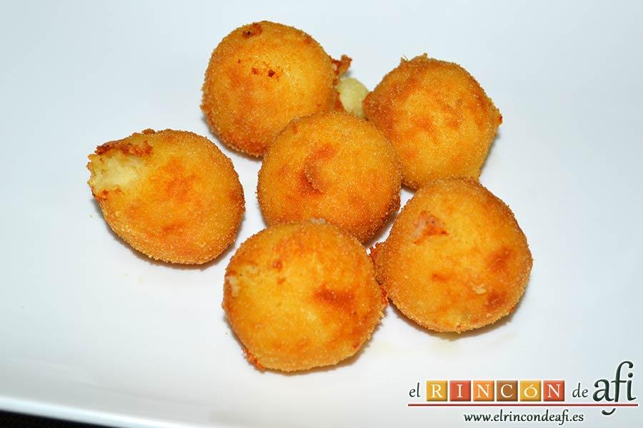 Bolitas de papas y queso parmesano