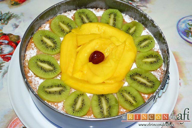 Tarta alegría, decorarla con la fruta