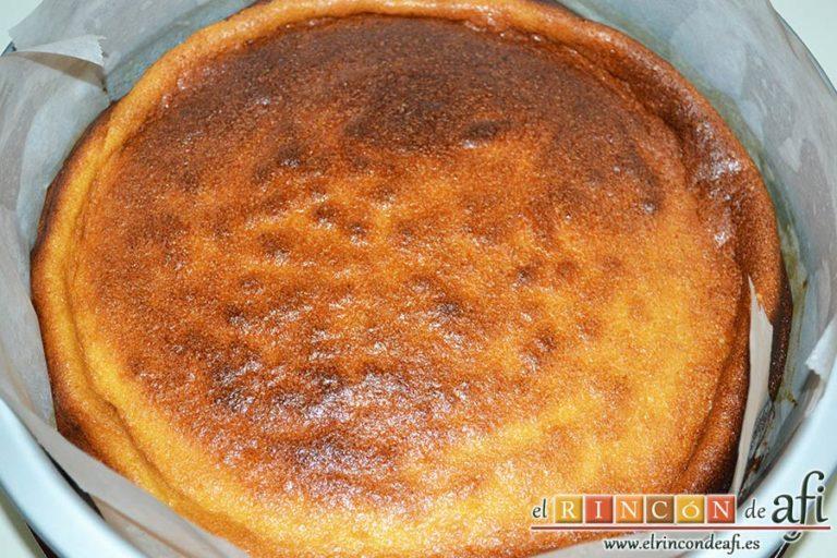 Tarta de requesón, verter en el molde y hornear