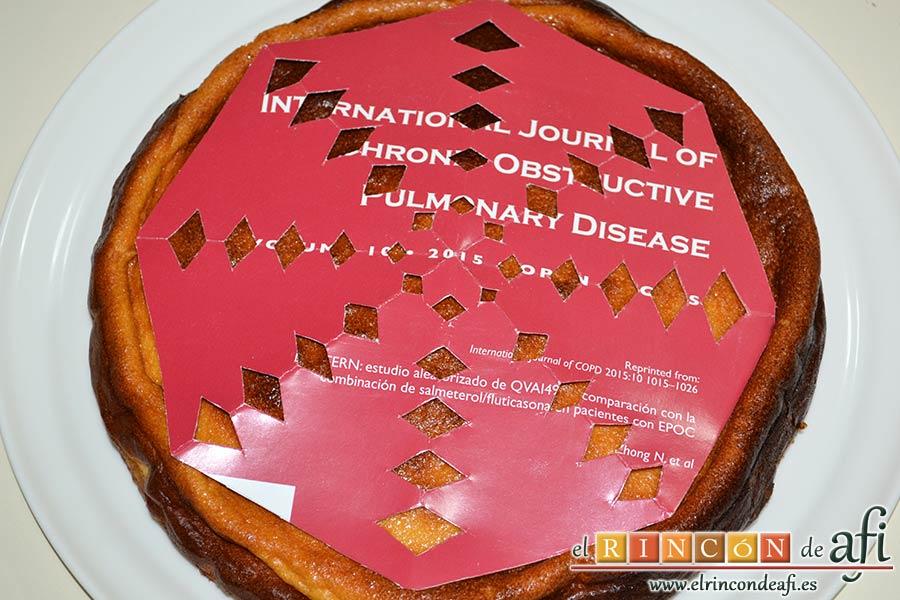 Tarta de requesón, hacer una plantilla de cartón para decorar