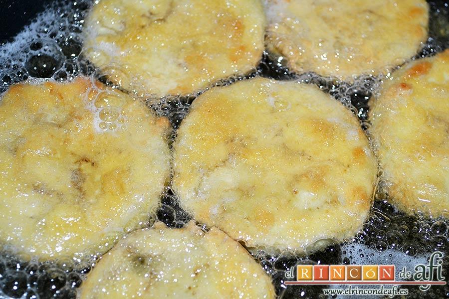 Berenjenas a la parmesana, freír en aceite de girasol
