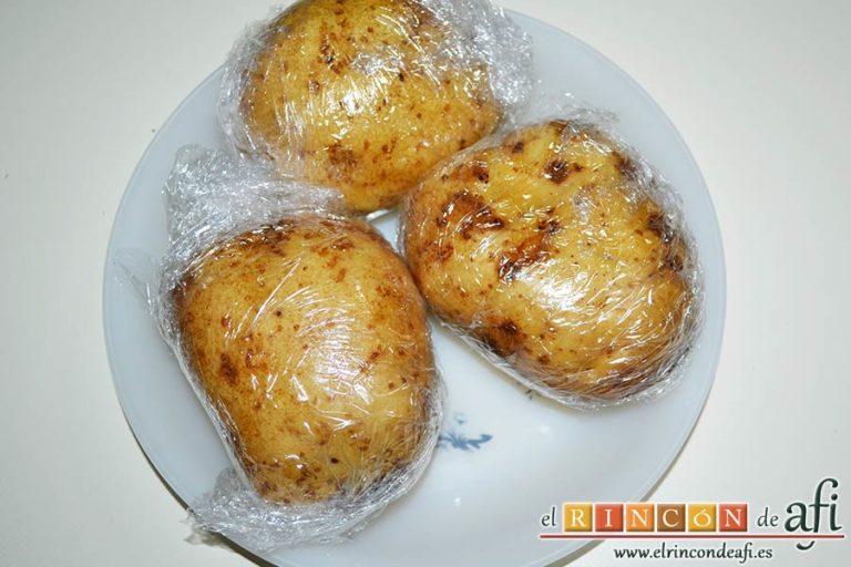 Ensalada de papas con salsa tártara, hacer las papas al microondas