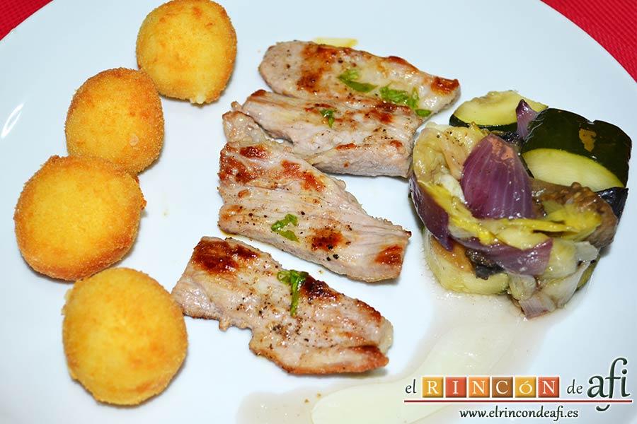 Secreto de cerdo a la plancha con verduras al horno