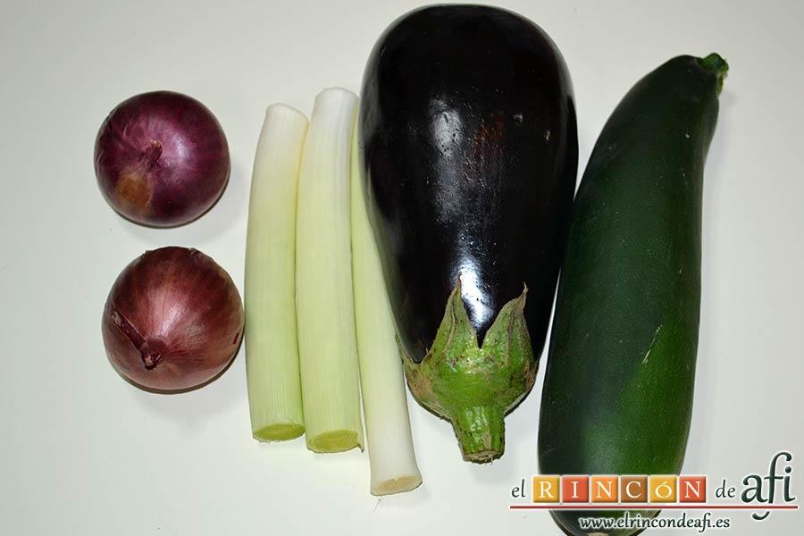 Secreto de cerdo a la plancha con verduras al horno, limpiar las verduras