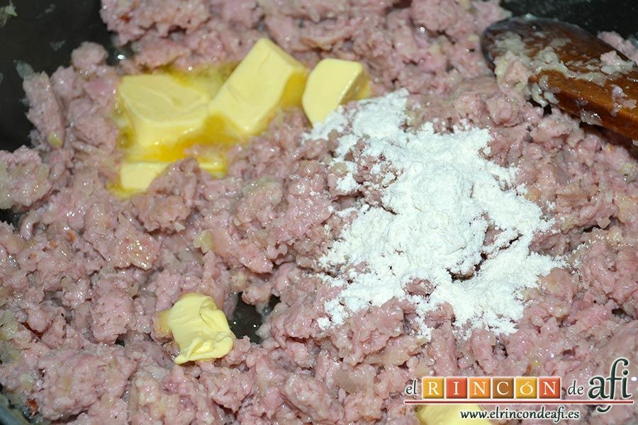 Croquetas de pollo y bacon, añadir la cucharada colmada de harina