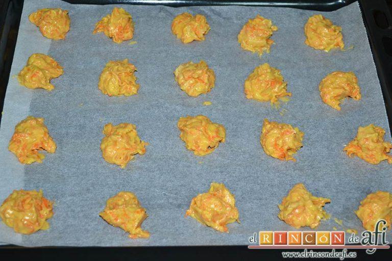 Galletas de zanahoria con almendras, crear las porciones con una cucharilla de café