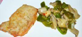 Salteado de ajos, cebolla, setas de cardo y pimientos verdes italianos