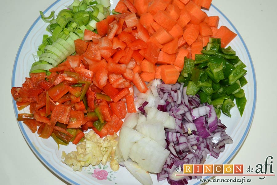 Estofado de ternera otoñal, pelar y picar las verduras