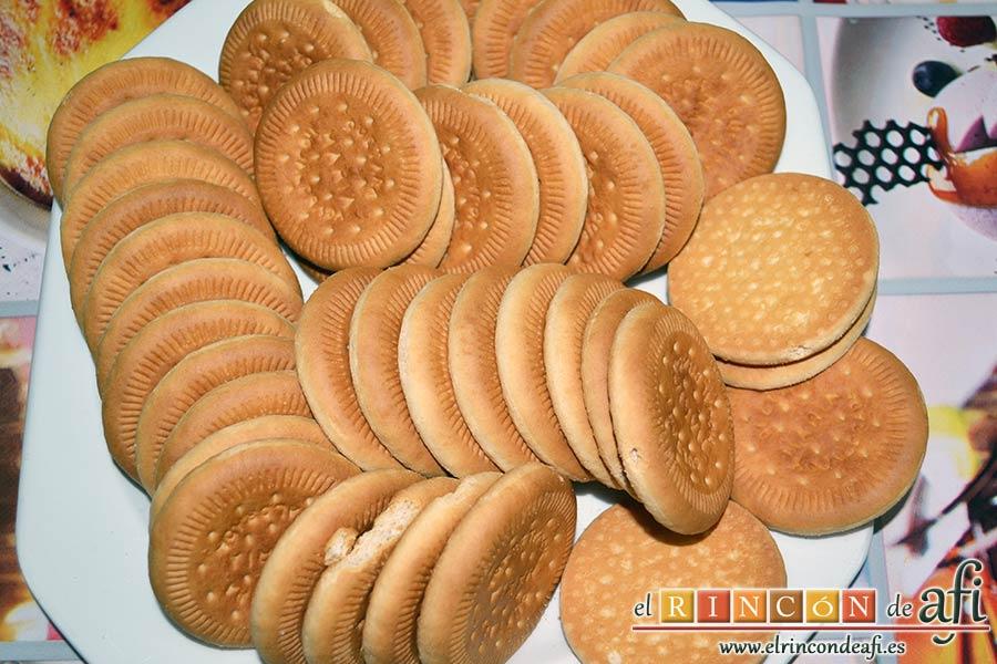 Galletas fritas con crema pastelera, coger las galletas que se vayan a utilizar