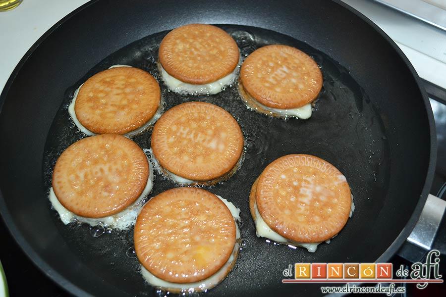 Galletas fritas con crema pastelera, freír en aceite de girasol