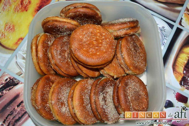 Galletas fritas con crema pastelera, sugerencia de presentación