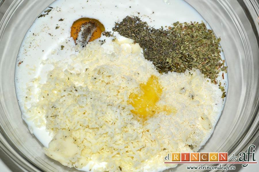 Minipanecillos de Provolone con hierbas, echarlos al bol junto con la mantequilla derretida
