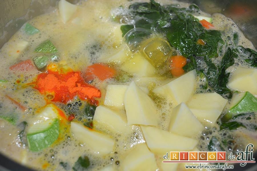 Potaje de jaramagos, pelar y triscar las papas y añadirlas a la olla junto con el colorante