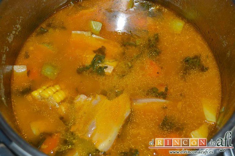 Potaje de jaramagos, cerrar y dejar cocinar hasta que estén las papas tiernas