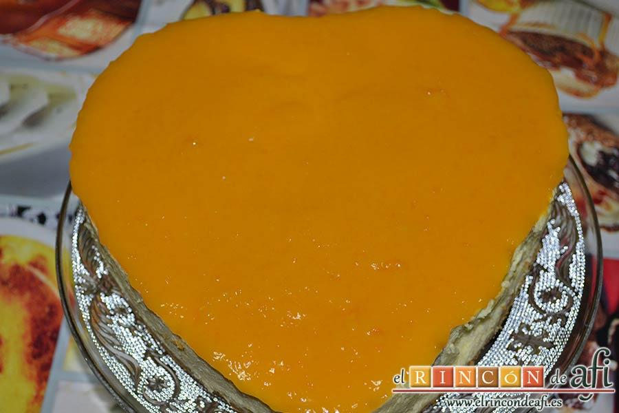 Tarta de mousse de mango con gelée, meter en la nevera antes de desmoldar