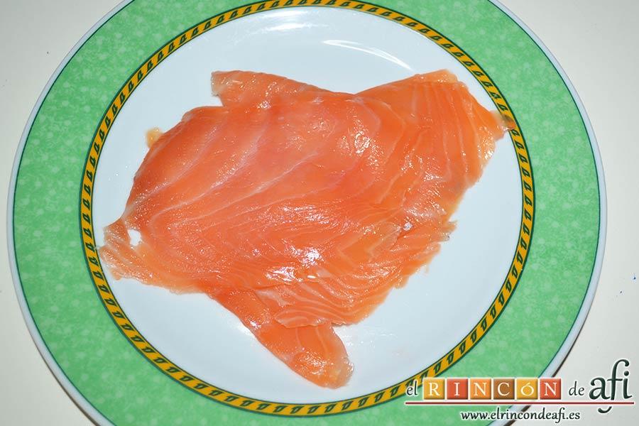 Bombones de salmón y queso, poner las lonchas en un plato
