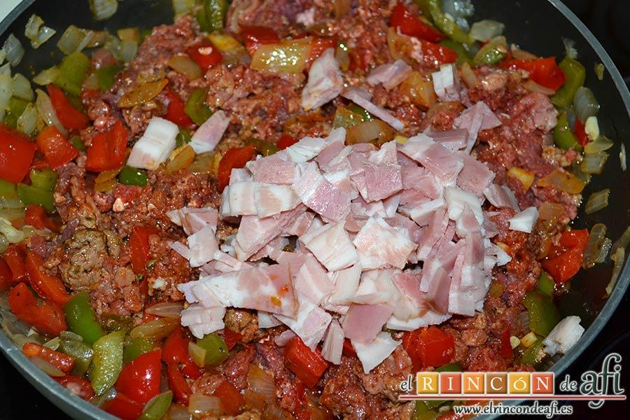 Empanada de carne, bacon y dátiles, añadir el bacon