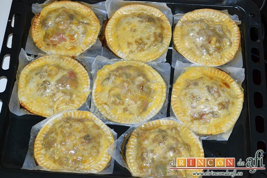 Empanada de carne, bacon y dátiles, si sobra masa puedes hacer empanadillas individuales