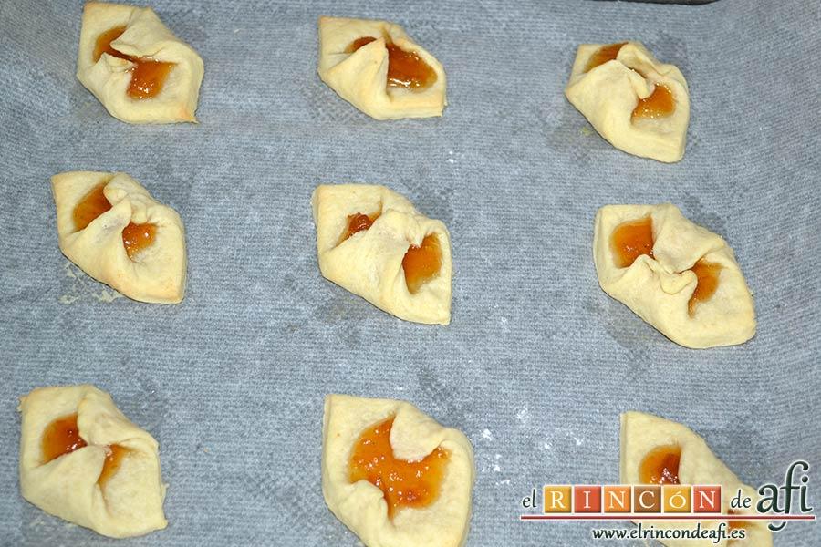 Pajaritas de galleta, una vez horneadas dejarlas enfriar primero sobre la bandeja