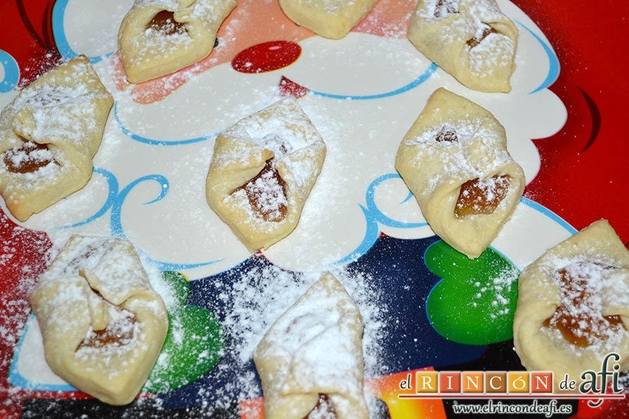 Pajaritas de galleta, espolvorear con azúcar glass