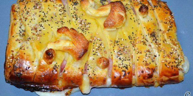 Trenza de hojaldre con bacon y queso