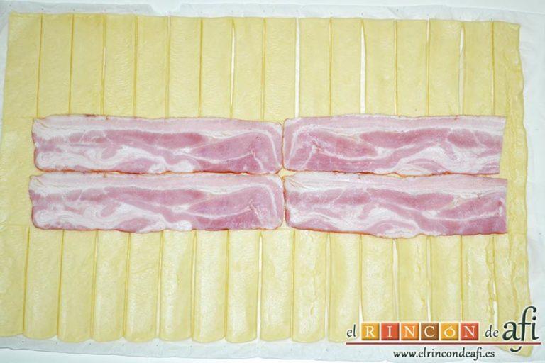 Trenza de hojaldre con bacon y queso, poner el bacon en el centro