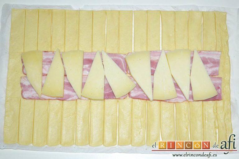 Trenza de hojaldre con bacon y queso, poner encima las cuñas de queso