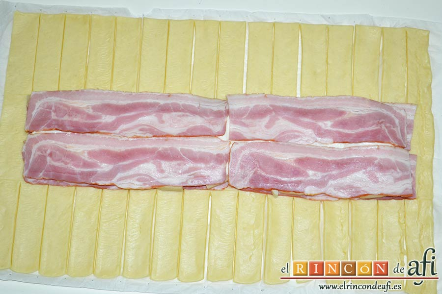 Trenza de hojaldre con bacon y queso, poner encima otra capa de bacon
