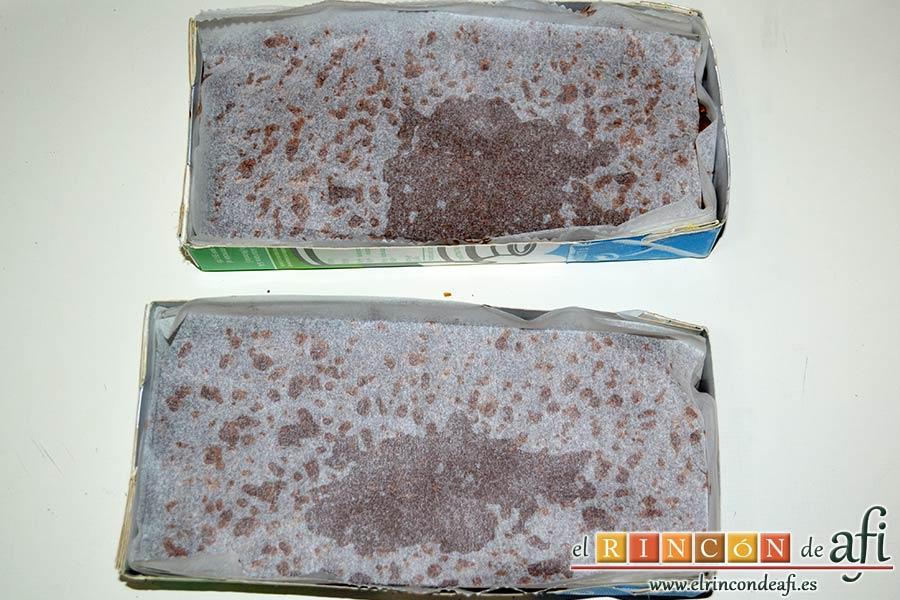 Turrón de chocolate con arroz inflado, dejar que enfríe y cubrir con papel de horno