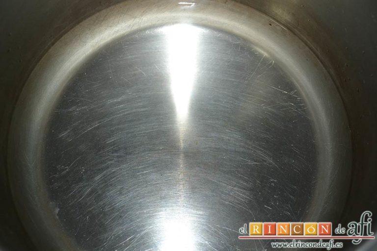Pudin de castañas, poner agua al fondo de la olla exprés