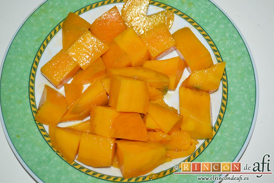 Salsa de mango, pelarlo y cortarlo en trozos