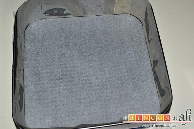 Tarta fría de turrón de Jijona, forrar el molde con papel de horno
