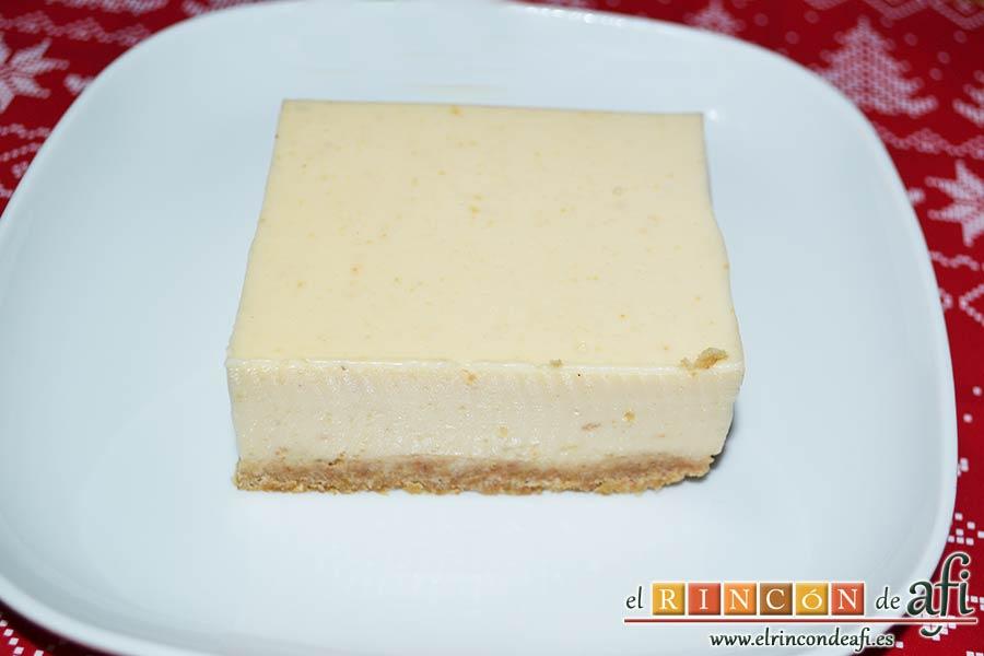 Tarta fría de turrón de Jijona, cortar porciones y servir