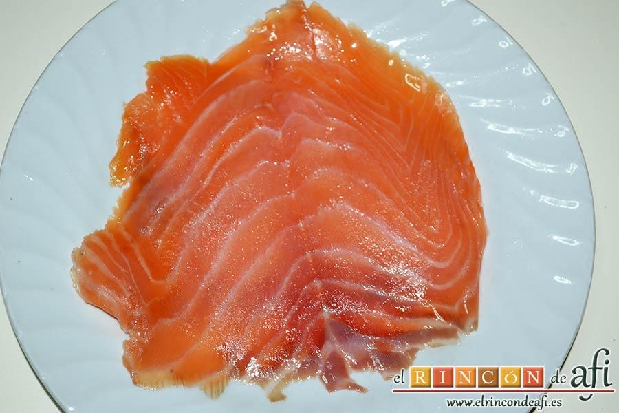 Ensaladilla de langostinos y salmón, hacer lo mismo con el salmón ahumado