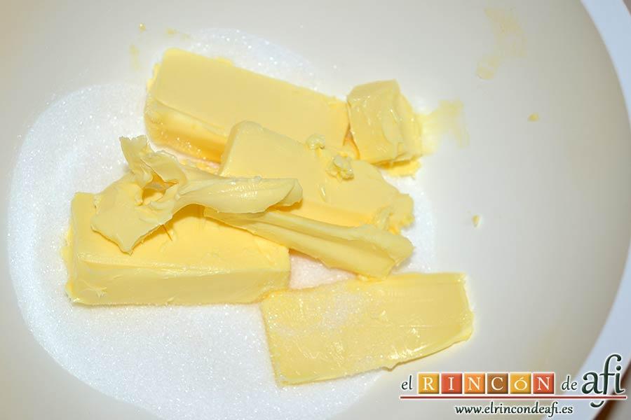 Galletas de mantequilla al chocolate, poner en otro bol el azúcar y la mantequilla en pomada