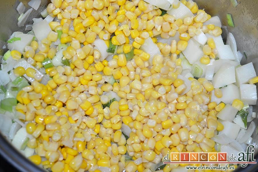Crema de maíz y puerros, añadir el maíz