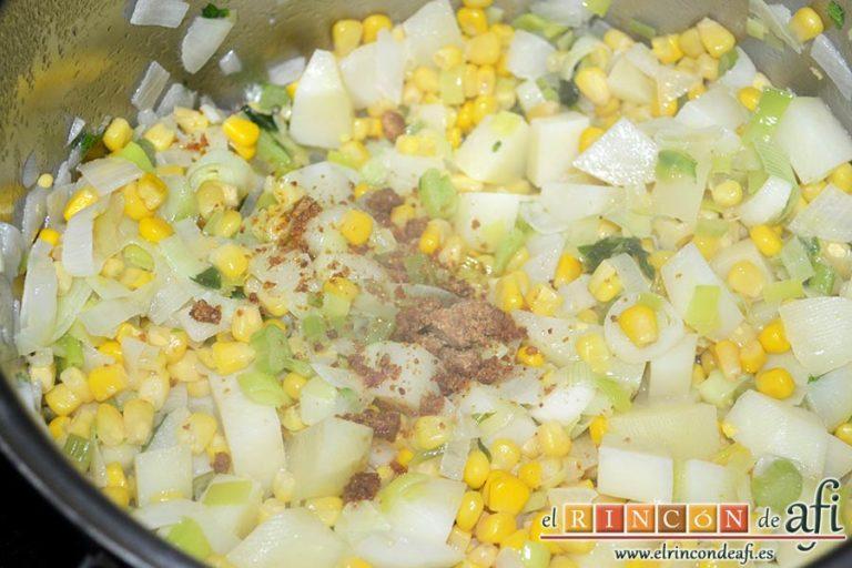 Crema de maíz y puerros, añadir la pastilla de caldo troceada