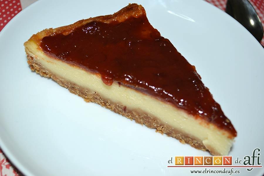 Tarta de queso con harina de fécula de maíz y mermelada de ciruelas rojas casera, sugerencia de presentación