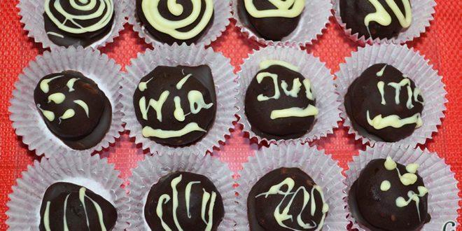 Trufas de chocolate con cobertura de chocolate