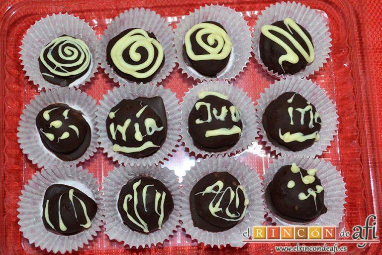 Trufas de chocolate con cobertura de chocolate, sugerencia de presentación