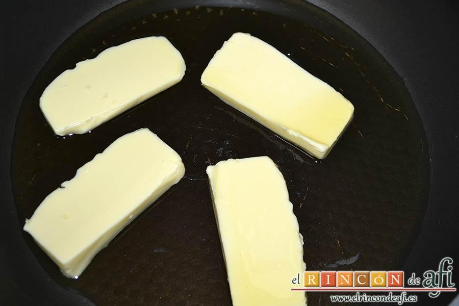 Croquetas de bonito, calentar la mantequilla con aceite de oliva en una sartén