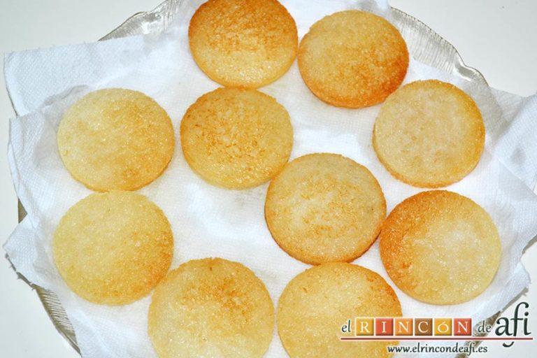 Mozzarella en carroza, ponerlos sobre papel absorbente