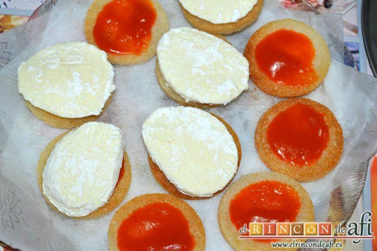 Mozzarella en carroza, colocar rodajas de mozzarella sobre el tomate
