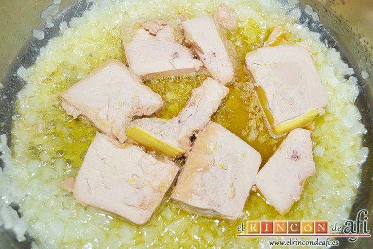 Solomillo de cerdo con salsa de paté, ir deshaciéndolo