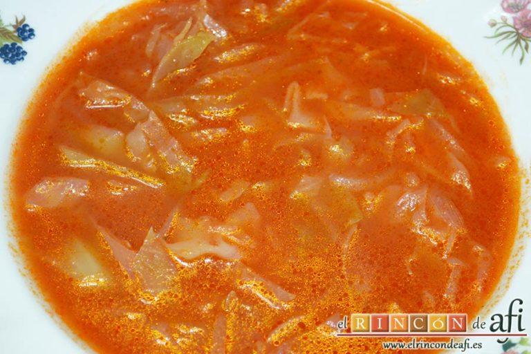 Sopa de col y tomate