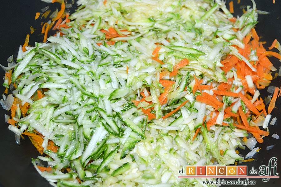 Albóndigas de verduras, añadir los calabacines