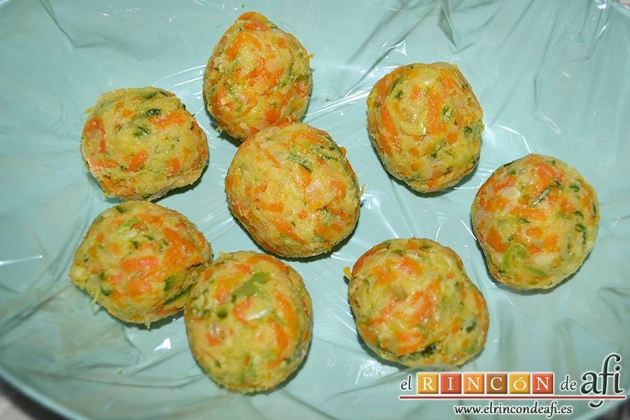 Albóndigas de verduras, formar bolas con la masa